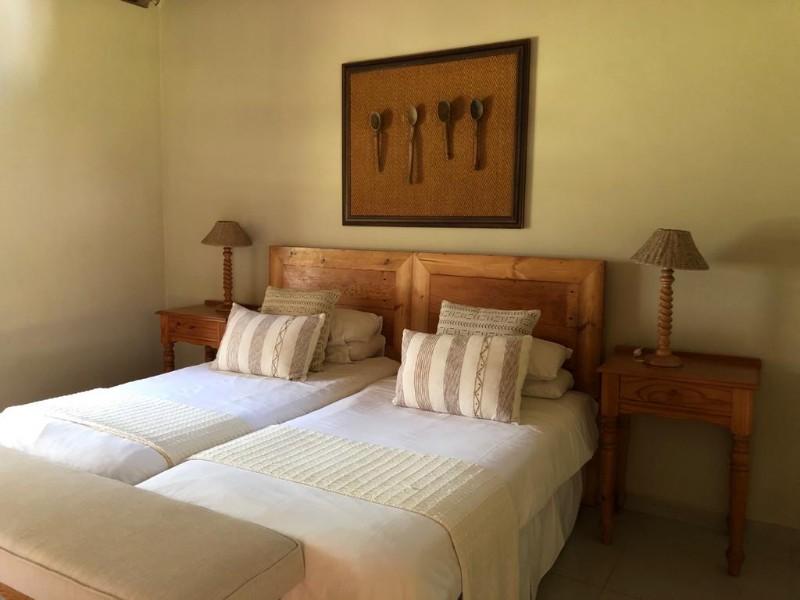 kwenga-standard-room-LION-bed1