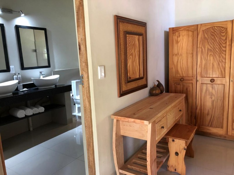 kwenga-standard-room-lion-from-door-towards-bathroom-and-dressing-table