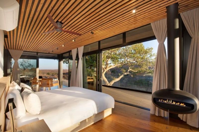 57waterberg-Luxury-honeymoon-suite-bed-view