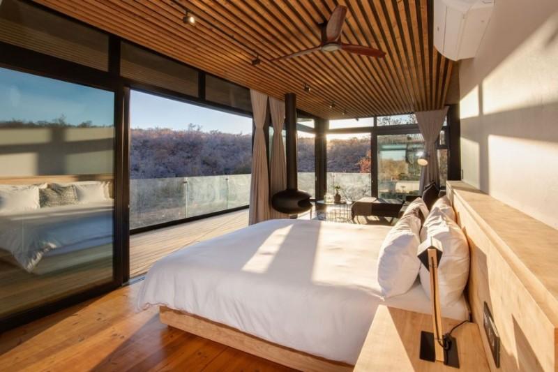 57waterberg-Luxury-honeymoon-suite-bed