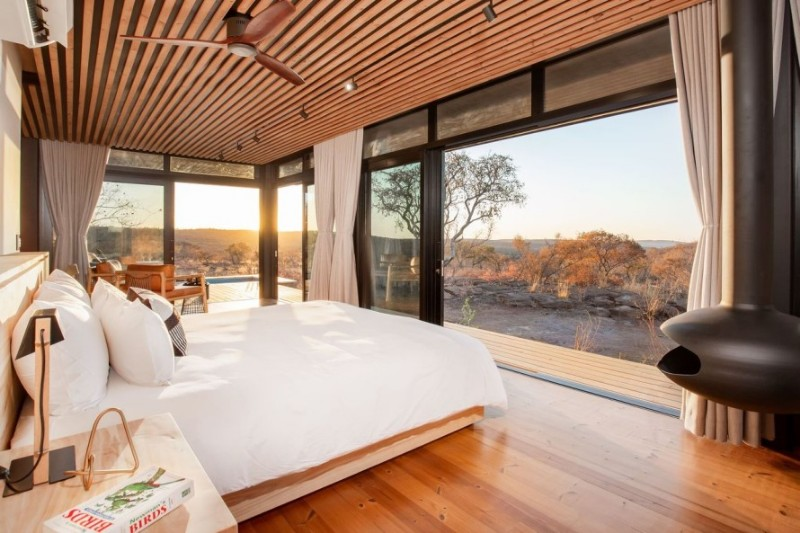 57waterberg-Luxury-suite-8-bed-and-view
