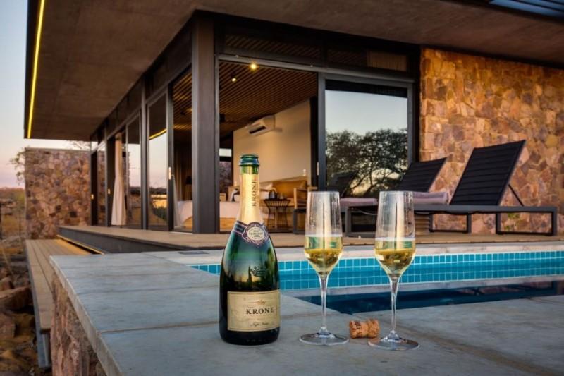 57waterberg-Luxury-suite-8-pool-to-suite-view