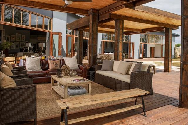becks-safari-lodge-lounge
