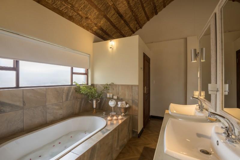 room-bathroom-resize