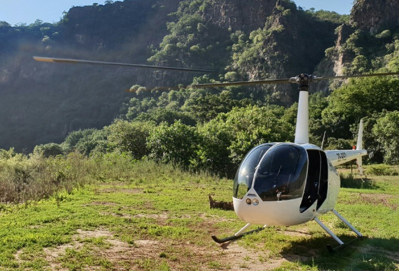 heli_copter_in_the_gorge-Large-Medium-1