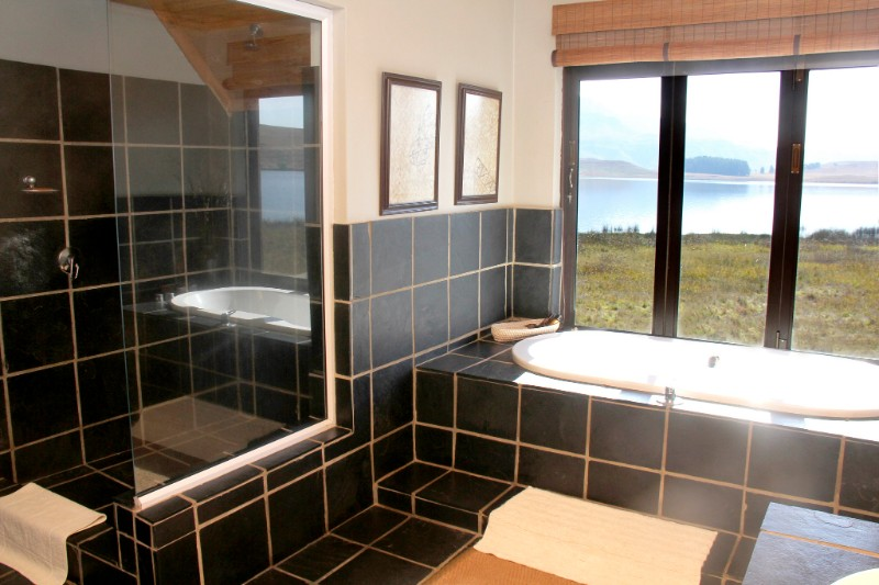 Lakeside-Bathroom-S-003